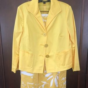 Gorgeous Lafayette 148 Yellow Floral Suit